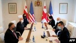 Secretario de Estado Mike Pompeo reunido con el premier de Georgia Giorgi Gakharia. Patrick Semansky / POOL / AFP