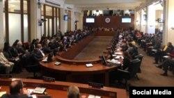 """Con 19 votos a favor; 6 en contra, 8 abstenciones y 1 ausencia, Consejo Permanente de la #OEA acuerda """"no reconocer la legitimidad del período del régimen de Nicolás Maduro."""