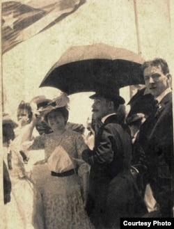 Tomasa Figueredo y Francisco Chaves Milanés en El Morro el 20 de mayo de 1902.