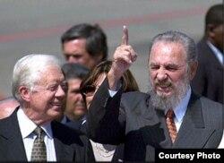 Carter departe con Fidel Castro en La Habana. Luego mencionaría el opositor Proyecto Varela en su Conferencia Magistral en el Aula Magna de la Universidad.