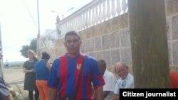 Reporta Cuba. El periodistas Arturo Rojas al salir del Vivac luego de ser liberado en febrero.