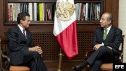 MEX39. CIUDAD DE MÉXICO (MÉXICO), 17/07/2012.- El presidente de México, Felipe Calderón (d), y el virtual ganador de los comicios presidenciales, Enrique Peña Nieto (i), sostienen una reunión hoy, martes 17 de julio de 2012, en su primera entrevista tras