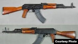 Rifles de asalto Kalashnikov.