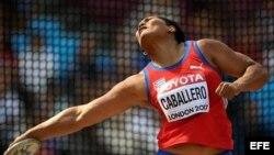 Denia Caballero, discóbola cubana busca una medalla de oro en el Campeonato Mundial de atletismo en Londres.