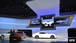 El presidente de General Motors para Norteamérica, Mark Reuss, en la presentación del nuevo coche de la compañía, el Chevrolet Z/28 (c), durante la celebración del Salón Internacional del Automóvil de Nueva York (marzo, 2013).