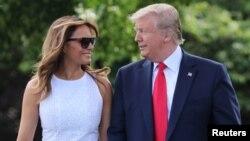 El presidente Donald Trump junto a la primera dama Melania parte hacia Orlando desde la Casa Blanca.
