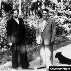 Los académicos soviéticos Sajarov (i) y Kurchatov (d).