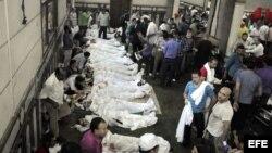 Vista general de los cadáveres de numerosos manifestantes que murieron en los choques en las ultimas horas.