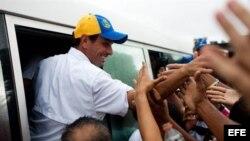 Ell candidato opositor, Henrique Capriles, en un maratónico recorrido por todo el país.