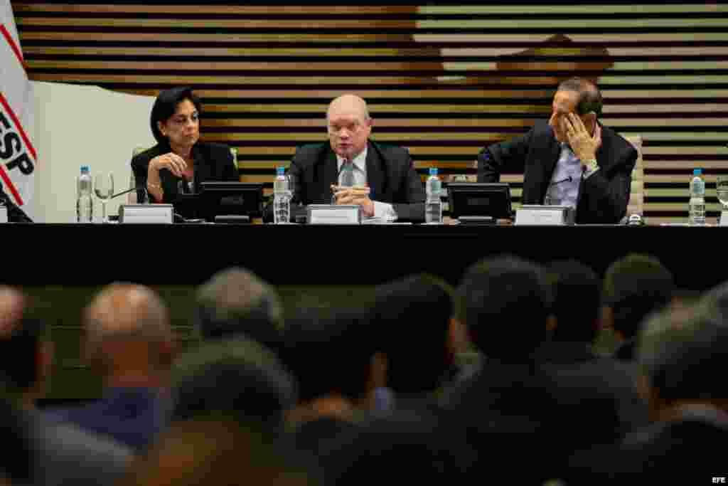 El ministro cubano de Comercio Exterior y la Inversión Extranjera, Rodrigo Malmierca Díaz (c), junto a Mariaelena Ruiz Capote (i), embajadora de Cuba en Brasil y Paulo Skaf (d), presidente de la FIESP (Federación de las Industrias del Estado de Sao Paulo)