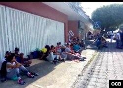 """En Tapachula, el número de cubanos superaría ya los 1,500. """"Y siguen llegando""""."""
