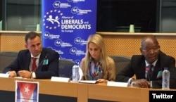 De izquierda a derecha, José Daniel Ferrer, Dita Charanzová y Manuel Cuesta Morúa en un panel del Parlamento Europeo.