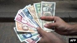 Pesos cubanos.