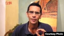 Fernández Izaguirre en la presentación del video de La Hora de Cuba con la grabación del diálogo entre los agentes de la Seguridad del Estado y Yoelis Romero.