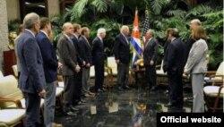 Raúl Castro recibe en La Habana a una delegación de seis congresistas estadounidenses.