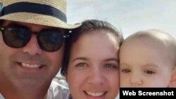 Marián Boado Encinosa junto a su esposo y bebé de 10 meses de nacido. (GoFundMe)