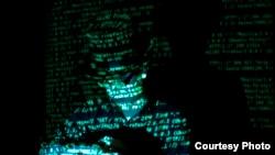 """Estos piratas informáticos se autodenominan de """"sombrero negro"""" por violar la seguridad de las computadoras para superar restos u obtener ganancias personales. Foto: Brian Klug"""