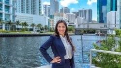 Vuelve a 1800 Online Claudia Cañizares, abogada de inmigración licenciada en la Florida