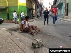 El artista Luis Manuel Otero Alcántara intentaba peregrinar hasta el Rincón de San Lázaro cuando fue detenido por las autoridades policiales en La Habana.