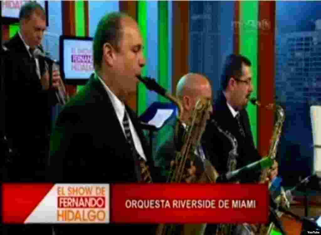 Orquesta Riverside de Miami en el programa de Fernando Hidalgo de la cadena Mega TV, en Miami.