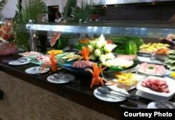 Industria turística bien cimentada: buffet de desayuno en Punta Cana, RD (tripadvisor).