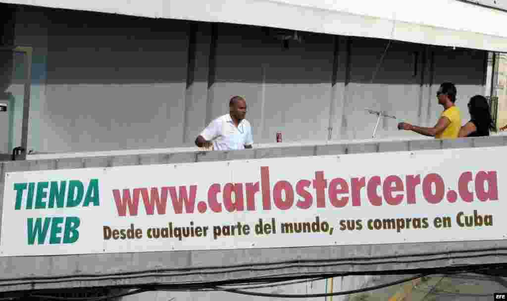 Compras con entrega a domicilio, cenas, excursiones y recargas telefónicas son algunas de las ofertas que se abren paso en Cuba con el comercio on-line, en un mercado dirigido al exterior.