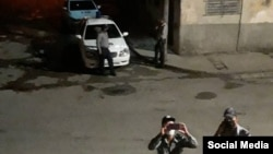 Vigilancia policial frente a la vivienda de Concepción Pineda. (Foto: Facebook/Ivis María Rodriguez)