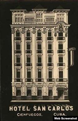 Una postal muestra la fachada del Hotel San Carlos.