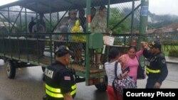Llegada de cubanos a los nuevos campamentos habilitados en Costa Rica.