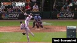 Yoan Moncada bateó un cuadrangular frente a los Astros.