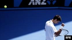 El tenista serbio Novak Djokovic celebra su victoria ante el ruso Andrey Kuznetsov.
