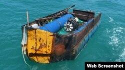 Embarcación impovisada en la que los 14 cubanos intentaban escapar de la isla. (Foto cortesía U.S. Coast Guard).