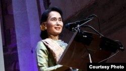 La líder de la oposición birmana y nobel de la paz, Aung San Suu Kyi, participará en la 17 ª Conferencia Anual Fórum 2000, del 15 a 17 de septiembre de 2013 en Praga.