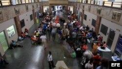 Migrantes cubanos antes de salir de Panamá con dirección a Ciudad Juárez, México.