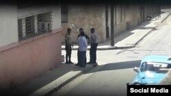 Efectivos policiales vigilan la sede nacional de UNPACU en Santiago de Cuba, denunció la opositora Katerine Mojena. (Facebook).