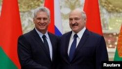Alexander Lukashenko y Miguel Díaz-Canel en Minsk en octubre de 2019. Sergei Grits/Pool via REUTERS