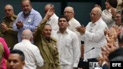 El líder del gobernante Partido Comunista de Cuba Raúl Castro participa en una sesión de la Asamblea Nacional de Cuba.
