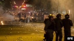 Guardia Nacional Bolivariana utiliza gases contra manifestantes
