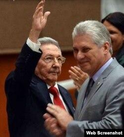 Raúl Castro traspasa la presidencia de Cuba a Miguel Díaz-Canel Bermúdez.