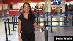 Luz Escobar en el Aeropuerto Internacional José Martí de La Habana. (Tomado de @Luz_Cuba).