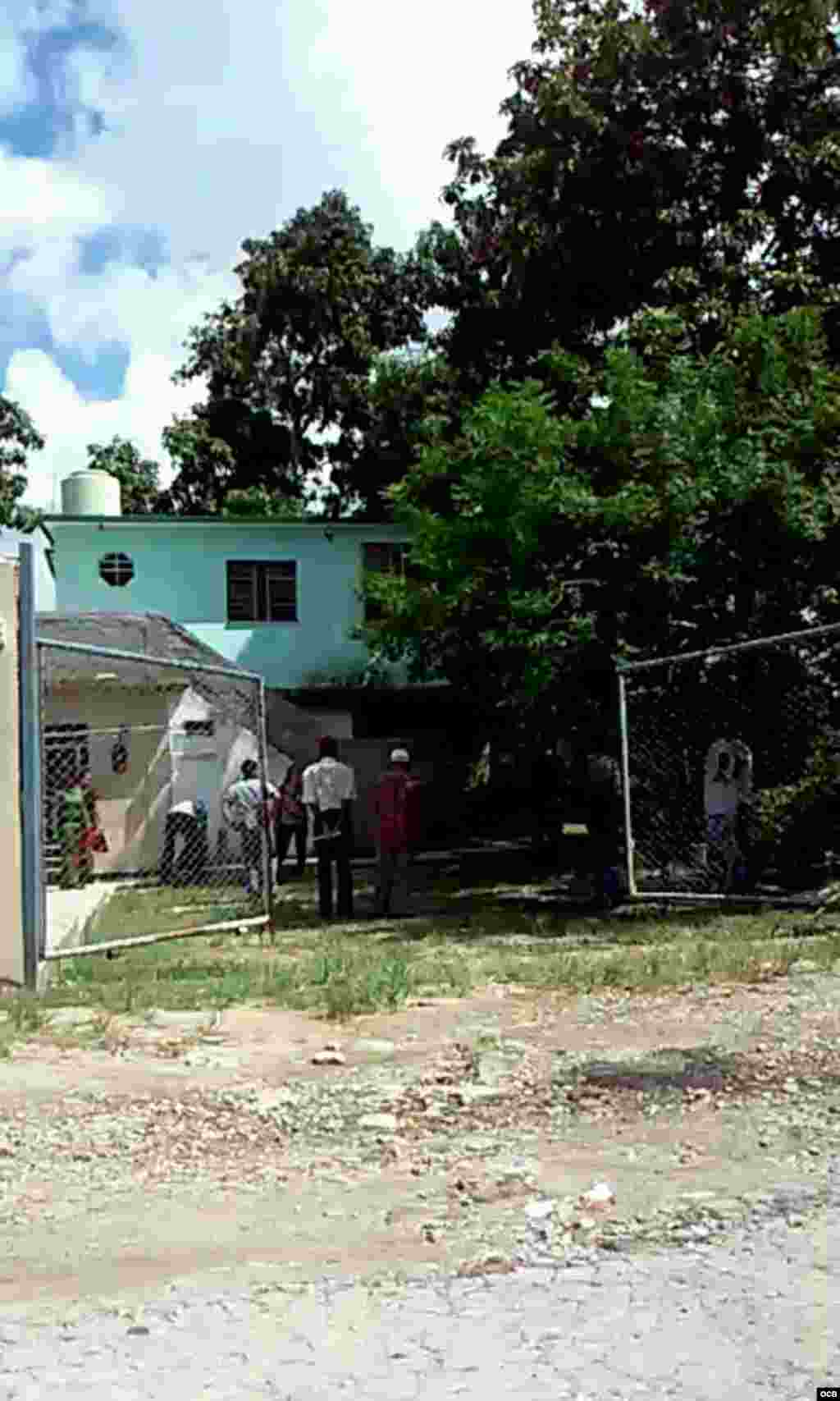 Entrando a la sede de Cubalex
