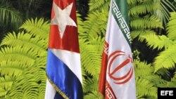 Las banderas de Cuba e Irán.