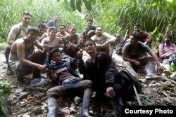 Cubanos varados en la selva hondureña no pierden la esperanza de llegar a EEUU.
