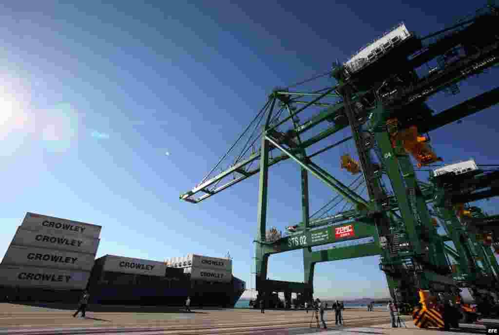 La terminal de contenedores de 702 metros de muelle, con capacidad y prestaciones para la operación de buques Super- Post-Panamax es parte del proyecto.