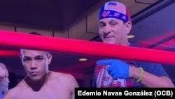 Gianny y su entrenador Franco González en la pelea del 9 de julio en Miami.