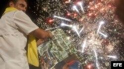 Henrique Capriles Radonski, saluda a sus seguidores en el sector de Cruz Paredes, Barinas, Venezuela.