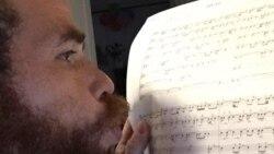 El homenaje de un músico cubano a los jóvenes reprimidos el 10 de octubre