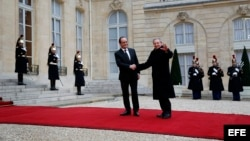 Castro y Hollande en el Palacio Elíseo.