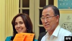 El entonces secretario general de UNU, Ban Ki-moon, junto a Mariela Castro en una Cumbre de la Celac, en La Habana.