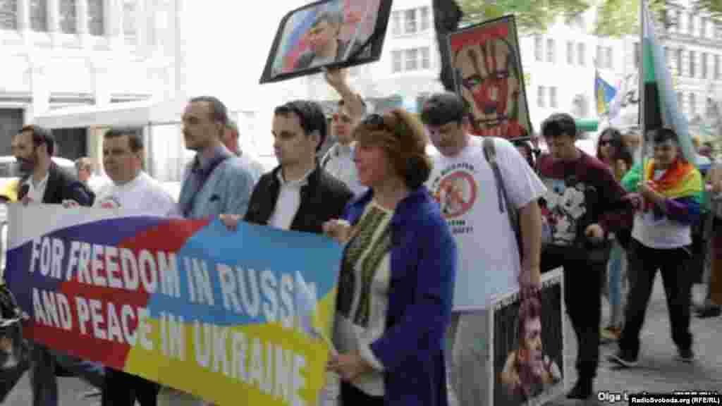 Ucranianos se manifiestan contra Putin en NY.